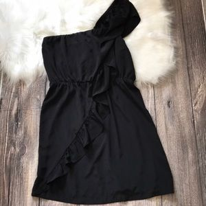 Black one shoulder dress w/ ruffle detail